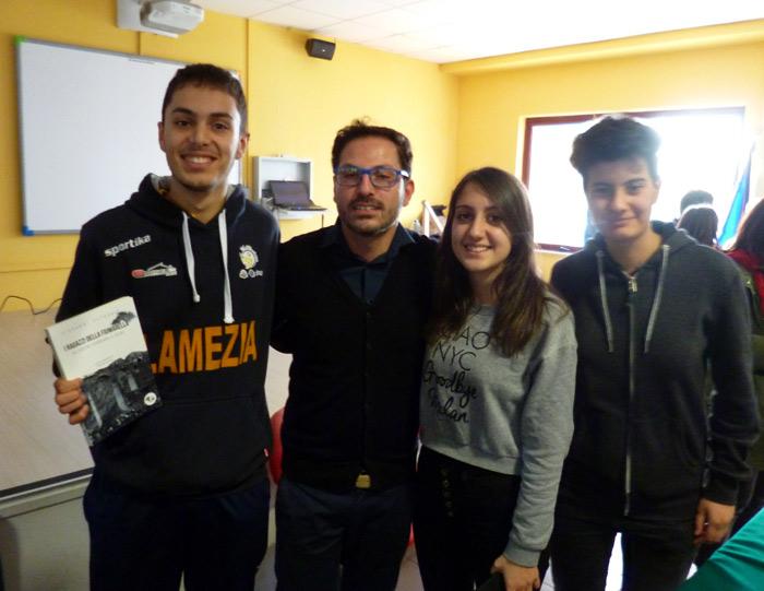 Studenti della 4F del Liceo con Giovanni Petronio